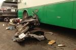 Kinh hoàng cảnh xe buýt cuốn hàng loạt xe máy vào gầm, nhiều người bị thương nặng