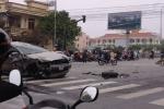 Hải Dương: Truy tìm người điều khiển ô tô 'điên' <a target='_blank' data-cke-saved-href='http://www.phunusuckhoe.vn/tag/gay-tai-nan' href='http://www.phunusuckhoe.vn/tag/gay-tai-nan'>gây tai nạn</a> liên hoàn