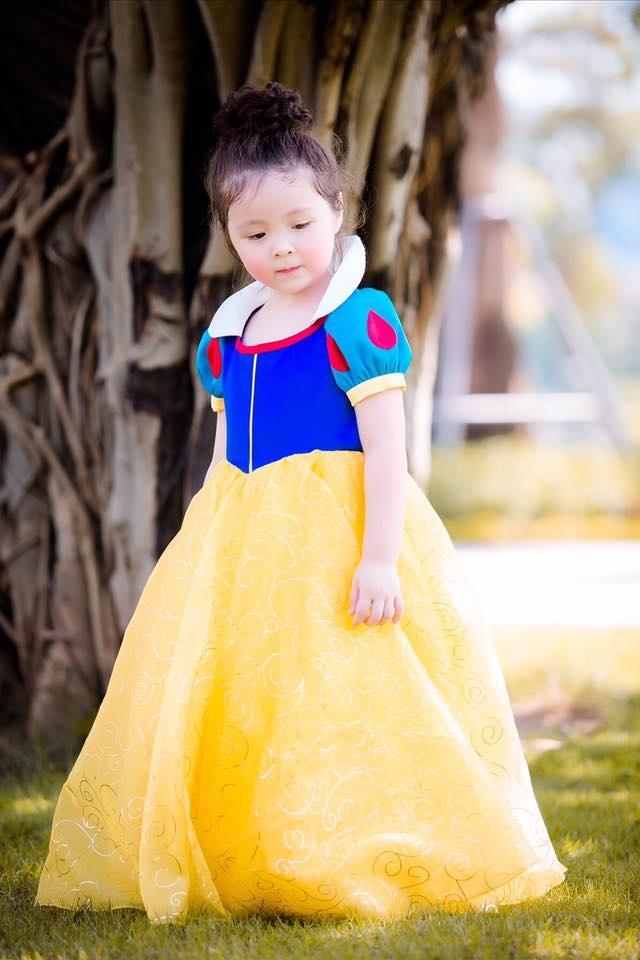 Con gái Elly Trần hóa thân thành công chúa Bạch Tuyết