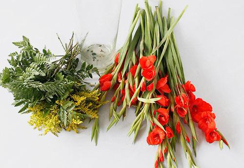 Nguyên liệu đơn giản để cắm hoa rơn ngày Tết tại nhà nhanh chóng