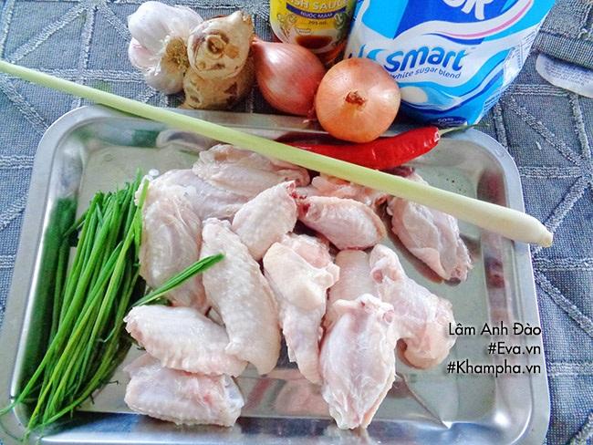 Cánh gà xào mặn ngon cơm ngày mát trời - Ảnh 1