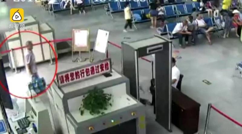 Người đàn ông thản nhiên mang cánh tay người bị chặt rời trong hành lý, ai cũng sốc khi biết nguyên nhân - Ảnh 1