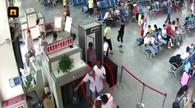 Người đàn ông thản nhiên mang cánh tay người bị chặt rời trong hành lý, ai cũng sốc khi biết nguyên nhân - Ảnh 4