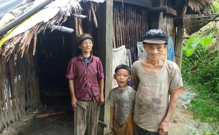 Hoàn cảnh xót xa: Mẹ bị lừa bán sang Trung Quốc, bố biệt tích 6 năm, con 'mồ côi' sống với ông bà nghèo mỗi ngày ăn hột mít thay cơm - Ảnh 1
