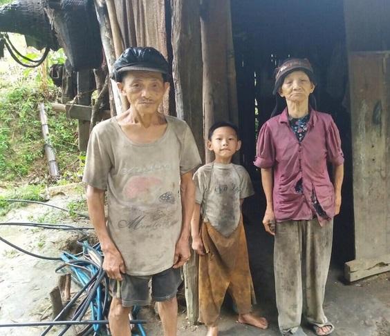 Hoàn cảnh xót xa: Mẹ bị lừa bán sang Trung Quốc, bố biệt tích 6 năm, con 'mồ côi' sống với ông bà nghèo mỗi ngày ăn hột mít thay cơm - Ảnh 2