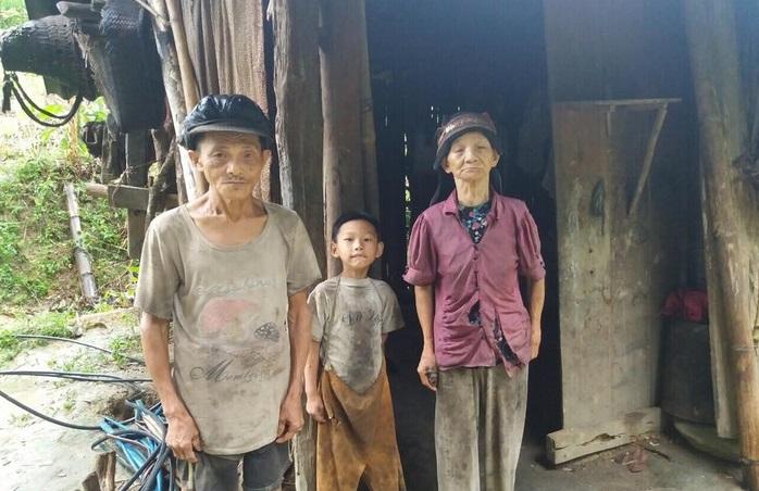 Cậu bé có mẹ bị lừa bán sang Trung Quốc, bố biệt tích 6 năm: Không còn ăn hạt mít thay cơm, sắp có nhà mới - Ảnh 1