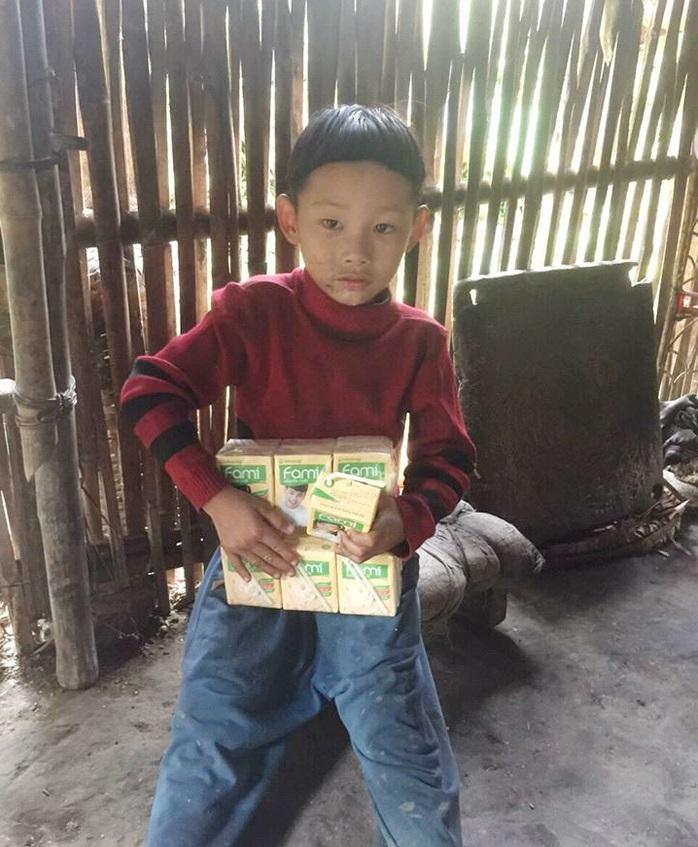 Cậu bé có mẹ bị lừa bán sang Trung Quốc, bố biệt tích 6 năm: Không còn ăn hạt mít thay cơm, sắp có nhà mới - Ảnh 2
