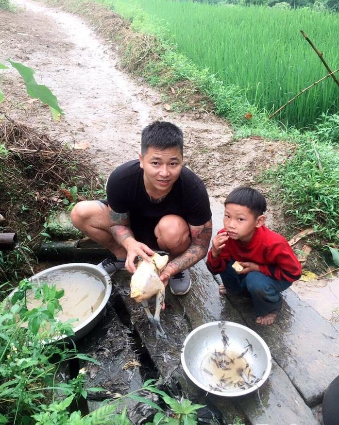 Cậu bé có mẹ bị lừa bán sang Trung Quốc, bố biệt tích 6 năm: Không còn ăn hạt mít thay cơm, sắp có nhà mới - Ảnh 5