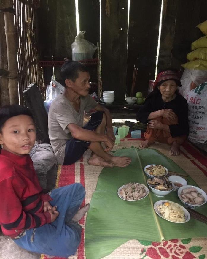 Cậu bé có mẹ bị lừa bán sang Trung Quốc, bố biệt tích 6 năm: Không còn ăn hạt mít thay cơm, sắp có nhà mới - Ảnh 6