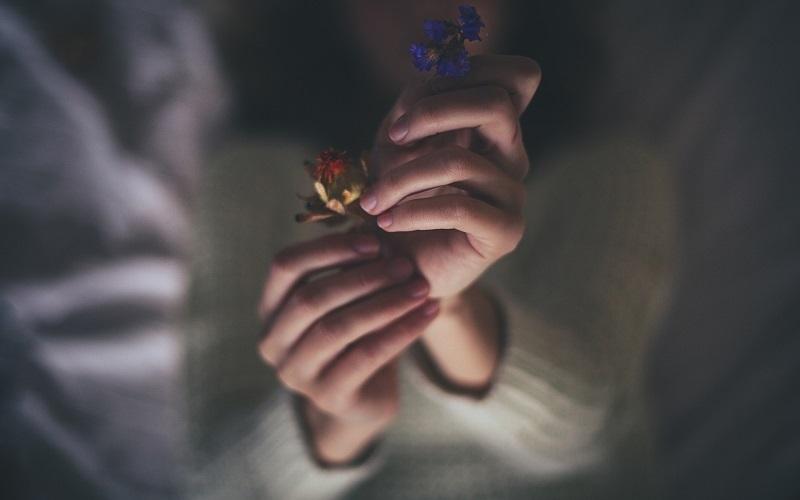 Cay đắng câu chuyện hai chiếc nhẫn cưới trên tay người đàn bà - Ảnh 3