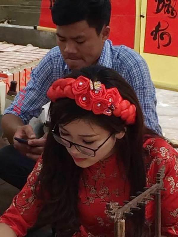 Xuất hiện cô đồ xinh xắn, cho chữ thư pháp tại Bắc Giang - Ảnh 2