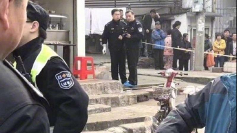 Trung quốc: Tranh cãi vì hóa đơn thanh toán, chủ tiệm mỳ bị khách chặt đầu - Ảnh 1