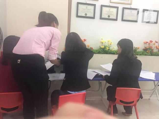 Vụ cô giáo mầm non bị tố dội nước lên đầu học sinh: 'Nếu có sai phạm chúng tôi sẽ nhờ công an' - Ảnh 1