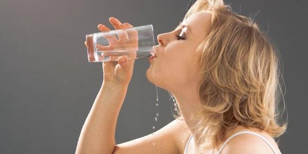 Khát nước là một trong những dấu hiệu của bệnh tiểu đường - Ảnh: Internet