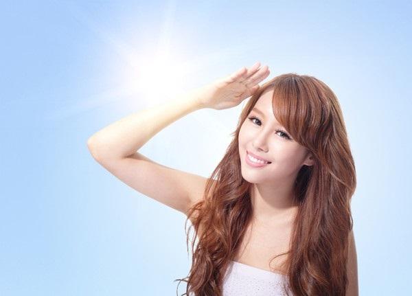 Kem trong nắng, vật bất ly thân của các chị em trong cách chăm sóc da mặt đúng cách