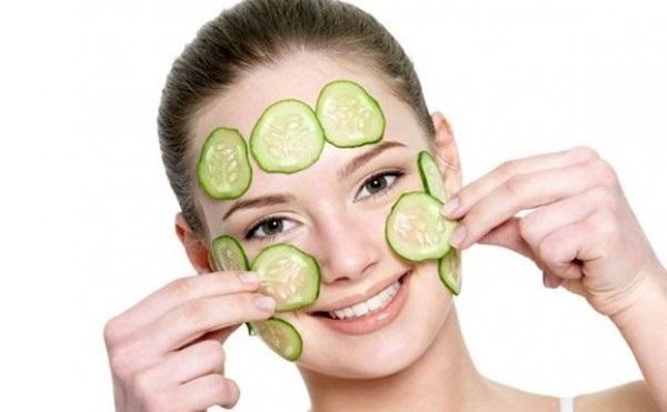 Đắp mặt nạ giúp chăm sóc da cho phụ nữ sau sinh