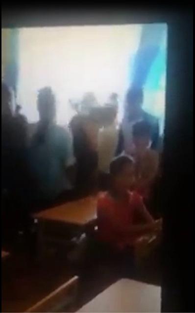Clip sốc: Học sinh đánh bạn dã man, quay video để được nổi tiếng - Ảnh 2