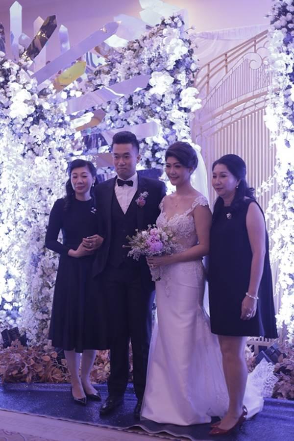 Lộ chân dung chồng mới cưới của nữ cơ trưởng Vietnam Airlines, 'phong độ' không kém Trương Thế Vinh - Ảnh 1