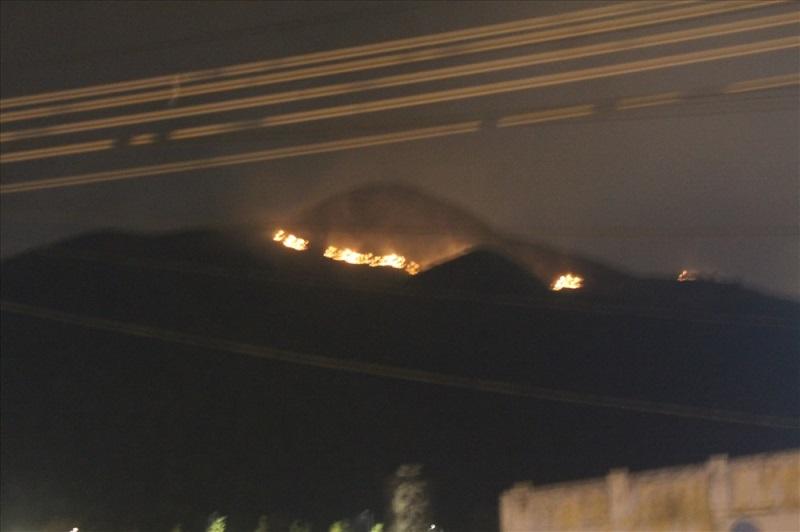 Cháy lớn trên núi, chủ tịch phường vừa ngồi quán cà phê vừa đuổi báo chí - Ảnh 2