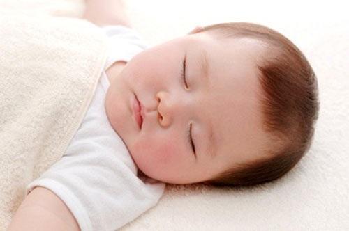 Chỉ cần làm điều này bé ngủ ngoan xuyên đêm, không quấy khóc - Ảnh 2