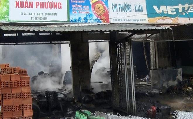 Chiết xăng bán gây hỏa hoạn, chủ tiệm tạp hóa bị bỏng nặng - Ảnh 1