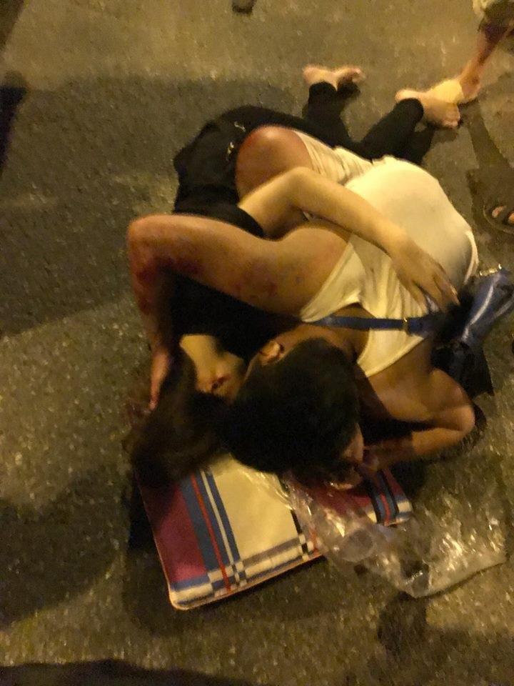 Chở vợ mang bầu bị 2 thanh niên say rượu tông phải, chồng tha thiết cầu xin: 'Các cô ơi, cứu vợ cháu với' ! - Ảnh 2