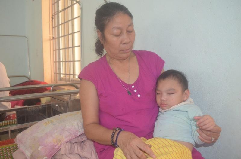 Bị chồng hờ đánh đập tàn bạo, bắt uống thuốc phá thai, mẹ trẻ đau đớn sinh ra đứa con bạo bệnh - Ảnh 1