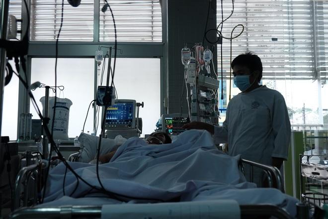 Chồng đột ngột nguy kịch vì bệnh tim, vợ đang mang thai 5 tháng khóc ngất: 'Anh ấy phải về để đặt tên cho con...' - Ảnh 1