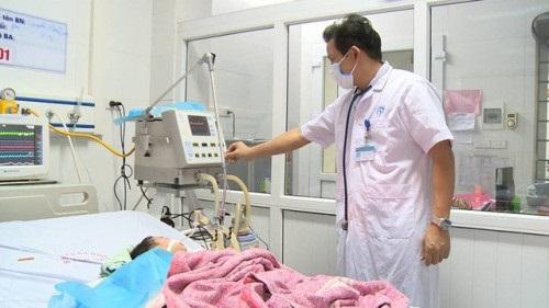 Chủ tịch Hà Nội yêu cầu làm rõ vụ bé 8 tháng tuổi tử vong do bị tiêm nhầm - Ảnh 1