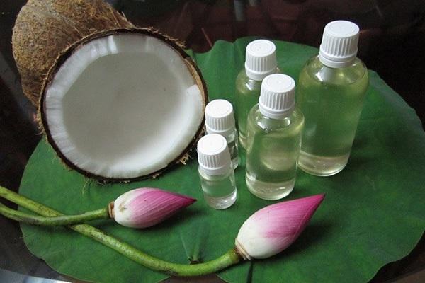Dầu dừa giúp chữa trị rụng tóc sau sinh