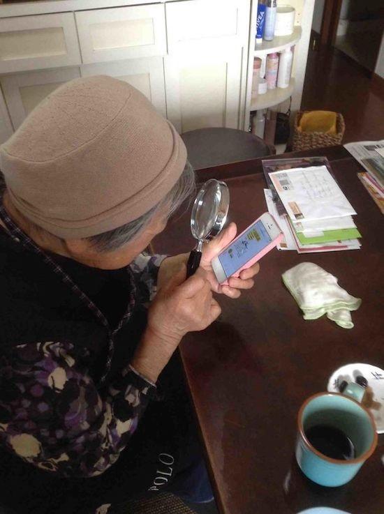 Chùm ảnh người già và công nghệ: vừa buồn cười vừa đáng yêu - Ảnh 5