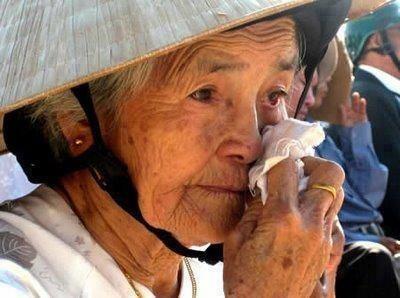 Có 7 người con giàu sang mà mẹ già 70 tuổi vẫn đòi ở một mình và lý do khiến ai cũng trào nước mắt - Ảnh 2