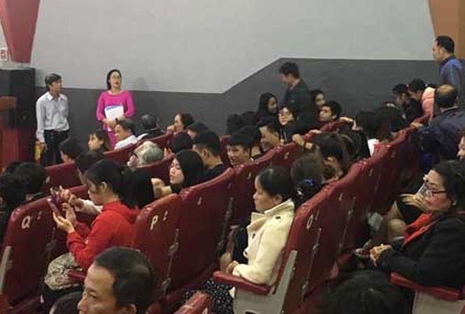 'Cô Ba Sài Gòn' hút khách sau khi bị livestream trái phép: Khán giả chật kín, phải ngồi ghế phụ - Ảnh 1
