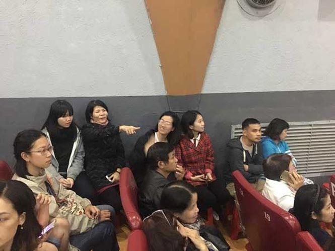 'Cô Ba Sài Gòn' hút khách sau khi bị livestream trái phép: Khán giả chật kín, phải ngồi ghế phụ - Ảnh 2