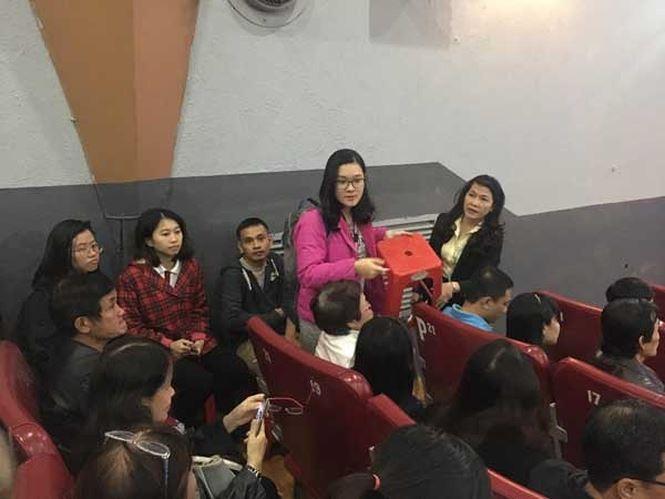 'Cô Ba Sài Gòn' hút khách sau khi bị livestream trái phép: Khán giả chật kín, phải ngồi ghế phụ - Ảnh 3