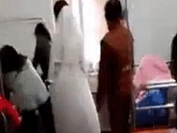 Chuyện thật như đùa: Cô dâu bất ngờ chuyển dạ trong lúc làm lễ cưới, vừa sinh xong lại tiếp tục trang điểm chờ chú rể đến đón - Ảnh 1