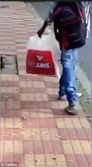 Clip sốc: Cô gái bị hiếp dâm giữa phố, người qua đường vô tư đứng quay phim chứ không cứu - Ảnh 2