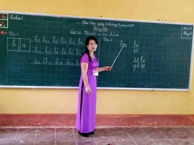 Ngày 20/11: Những thầy cô giáo nghèo mấy mươi năm cắm bản vùng cao, nhiều lần đối mặt tử thần vẫn kiên cường gieo từng con chữ - Ảnh 1