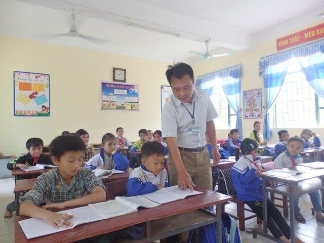 Ngày 20/11: Những thầy cô giáo nghèo mấy mươi năm cắm bản vùng cao, nhiều lần đối mặt tử thần vẫn kiên cường gieo từng con chữ - Ảnh 2