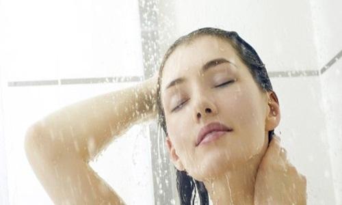 Có chết cũng không được tắm quá 2 lần/ngày dù trời có nắng nóng đến đâu, tất cả bác sĩ đều khuyên như vậy - Ảnh 1