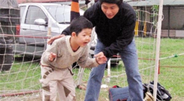 Cảm động hành trình 15 chữa bệnh cho con của diễn viên Quốc Tuấn