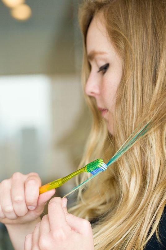 12 mẹo làm đẹp siêu hữu ích với bàn chải đánh răng