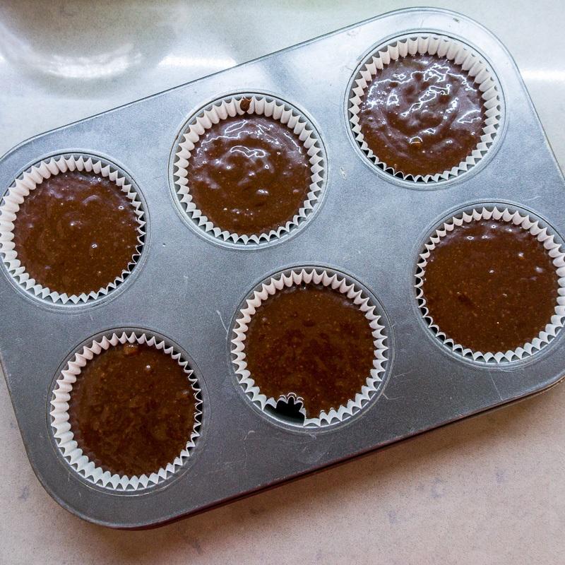 Công thức làm bánh cupcake chocolate mềm mịn ngon chưa từng thấy - Ảnh 5