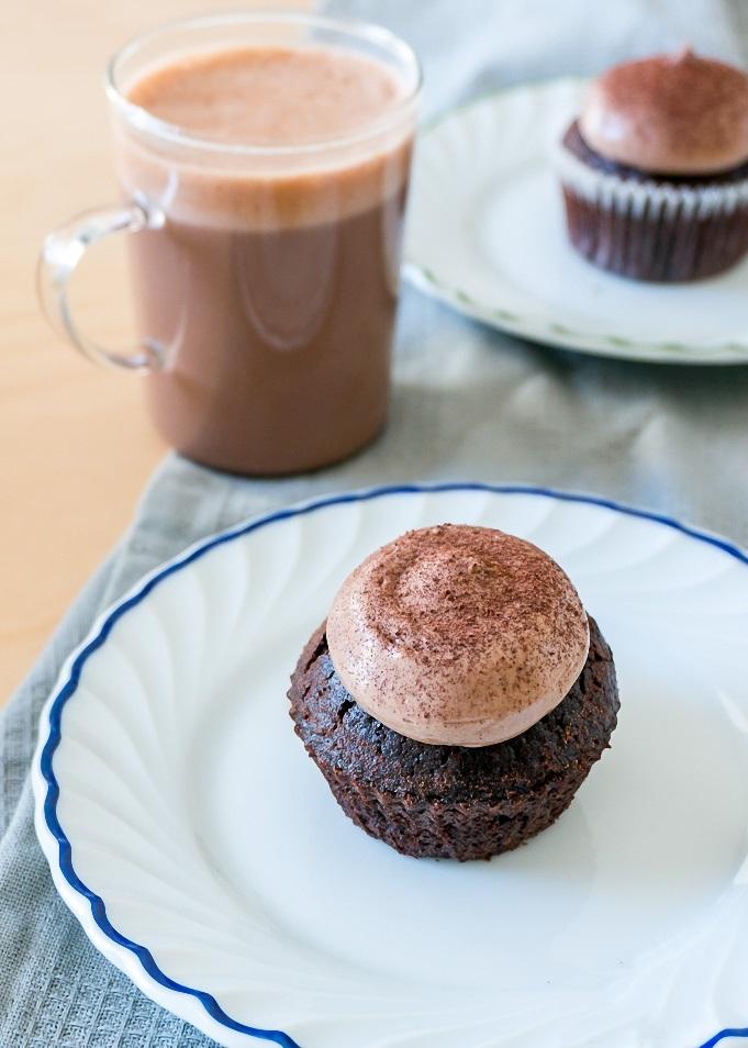Công thức làm bánh cupcake chocolate mềm mịn ngon chưa từng thấy - Ảnh 6