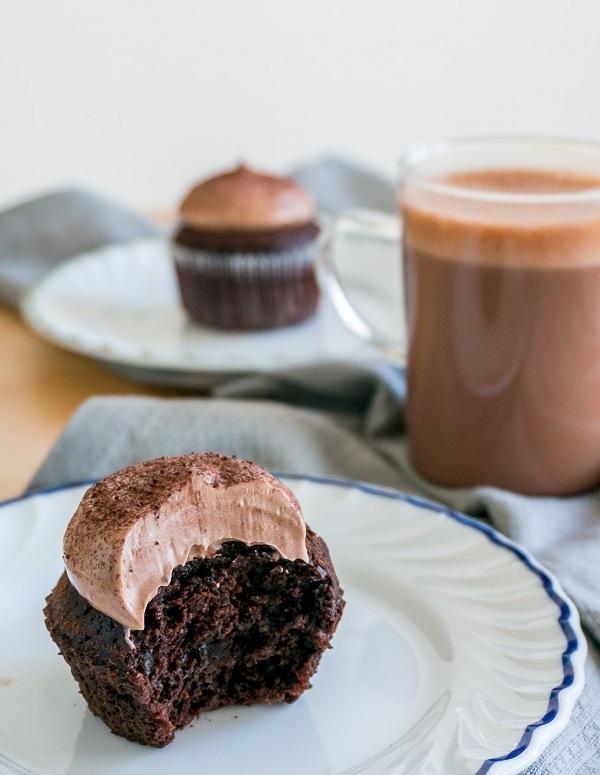 Công thức làm bánh cupcake chocolate mềm mịn ngon chưa từng thấy - Ảnh 7
