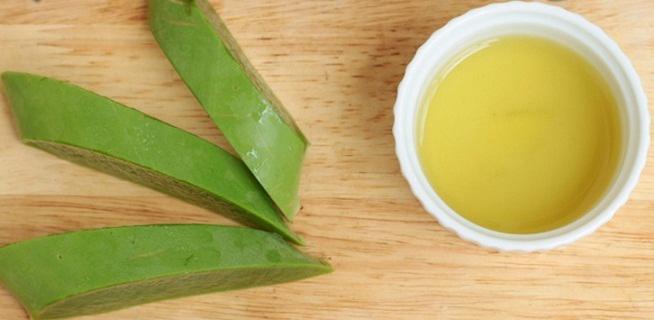 Công thức mặt nạ trị mụn thịt với nước trà xanh và gel nha đam - Ảnh: Internet