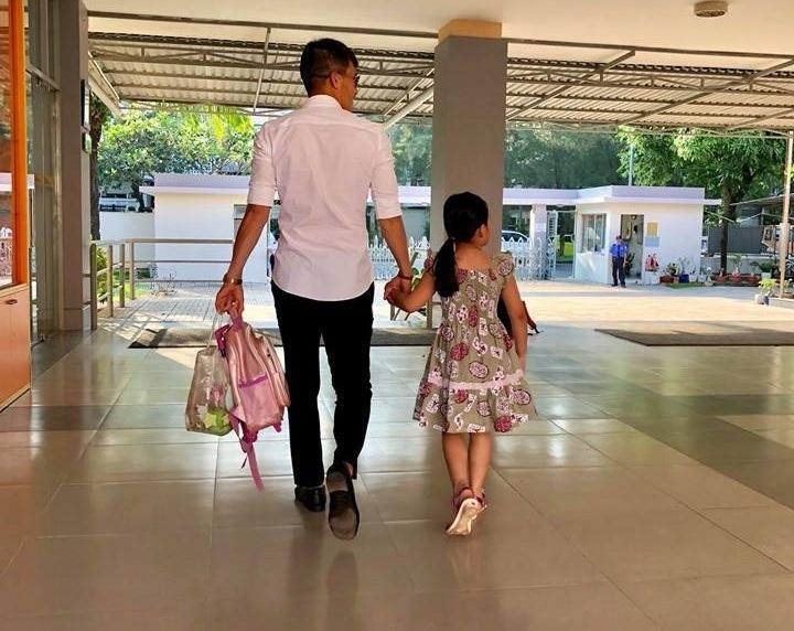 Những 'ông bố quốc dân' vừa đẹp trai vừa giỏi kiếm tiền của showbiz Việt - Ảnh 14