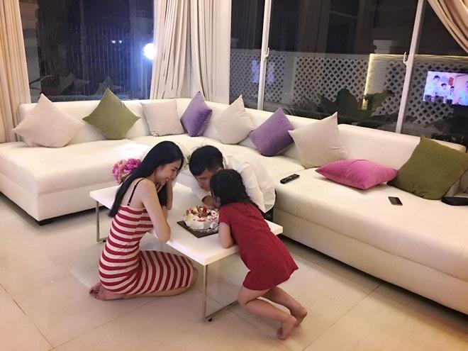 Những 'ông bố quốc dân' vừa đẹp trai vừa giỏi kiếm tiền của showbiz Việt - Ảnh 15