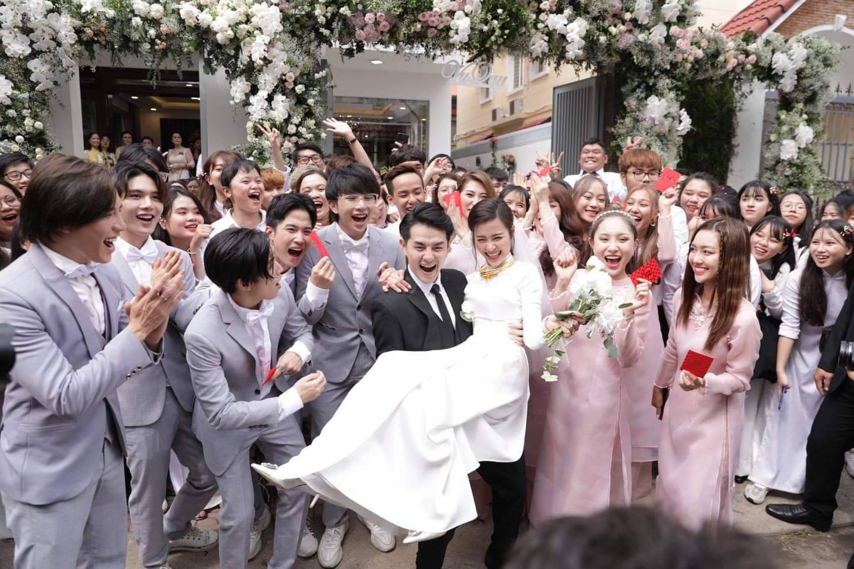 Toàn cảnh đám cưới thế kỷ Đông Nhi - Ông Cao Thắng: Cô dâu chú rể rạng rỡ, trao nhau nụ hôn thắm thiết - Ảnh 10