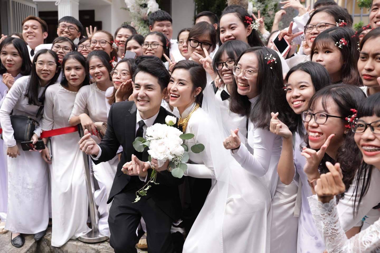 Toàn cảnh đám cưới thế kỷ Đông Nhi - Ông Cao Thắng: Cô dâu chú rể rạng rỡ, trao nhau nụ hôn thắm thiết - Ảnh 12